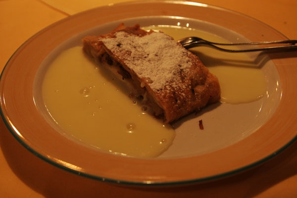 Send picture of The famous Austrian dessert, apfelstrudel from Austria as a free postcard
