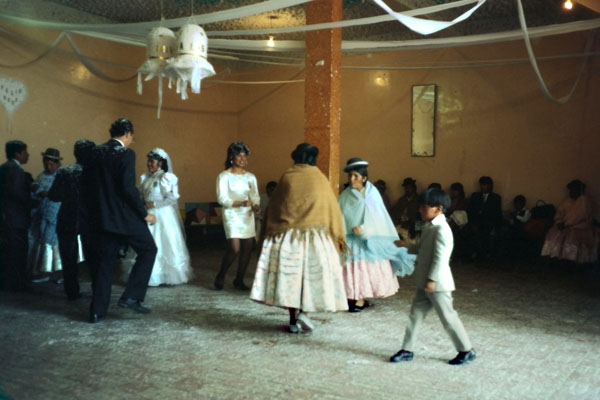 Spedire foto di Wedding party in La Paz di Bolivia come cartolina postale elettronica