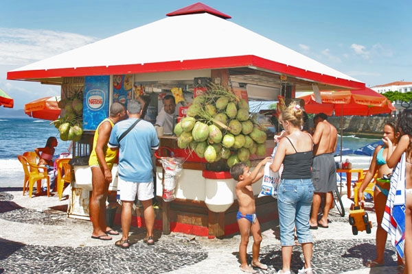 Send picture of Soft drink shop at Copacabana beach from Brazil as a free postcard