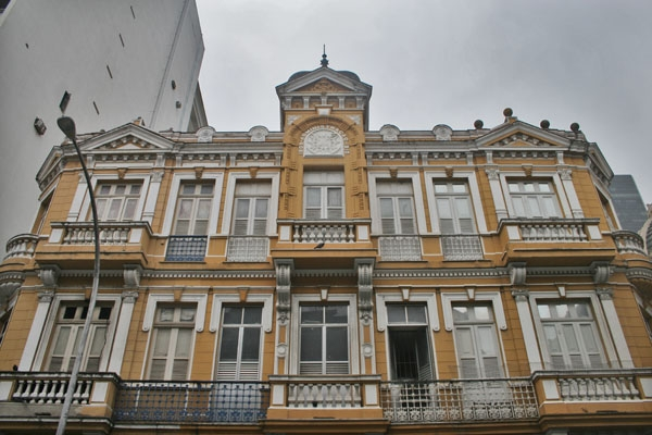 Send picture of Apartment building in Rio de Janeiro from Brazil as a free postcard