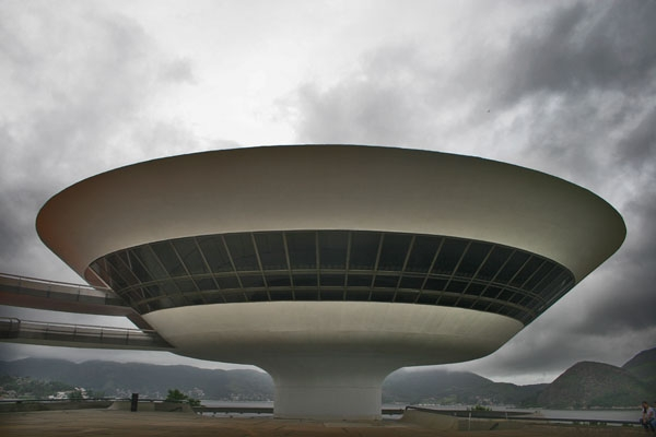Send picture of Museu de Arte Contemporânea in Niteroi designed by Oscar Niemeyer from Brazil as a free postcard