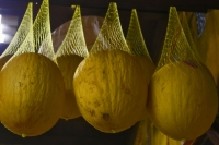 Foto van Melons hanging in a fruit juice bar - Brazil