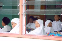 Foto van Students attending lessons in a Kampung Ayer school - Brunei