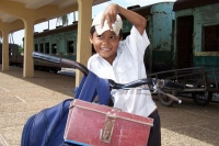 Foto de Cool schoolboy at Phnom Penh station - Cambodia