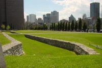 Foto van Montreal's old fortifications with the modern part in the background - Canada