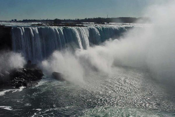Send picture of The Niagara Falls near Toronto from Canada as a free postcard