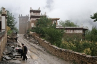 Foto de Street in the Tibetan village Jiaju  - China
