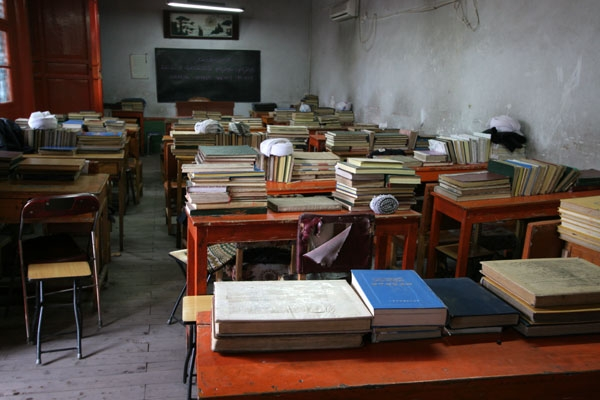 Send picture of A classroom in the koran school of the Great Mosque of Xining from China as a free postcard