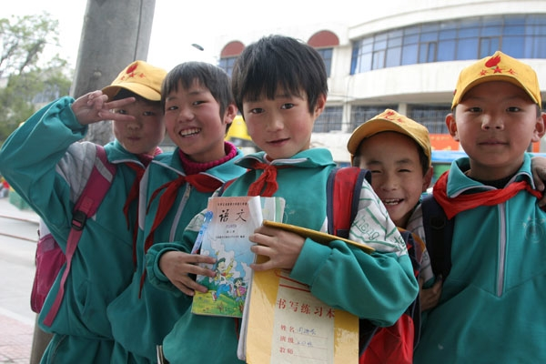 Send picture of Chinese school boys from China as a free postcard