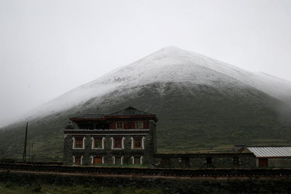 Send picture of Tibetan house from China as a free postcard