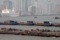 Foto van Boats in front of modern Shanghai buildings - China