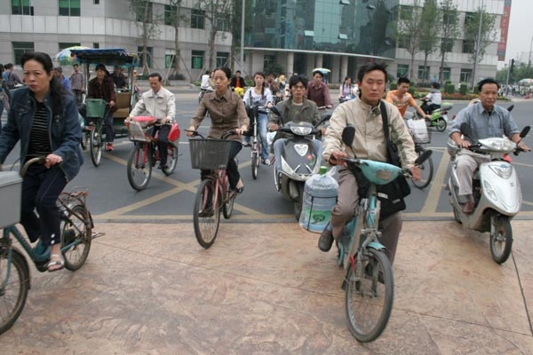 Send picture of Chengdu bicycle traffic from China as a free postcard