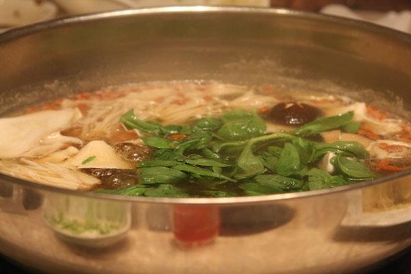 Spedire foto di Soups are very popular in China di Cina come cartolina postale elettronica