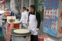 Foto van A Peking street kitchen making pancakes - China
