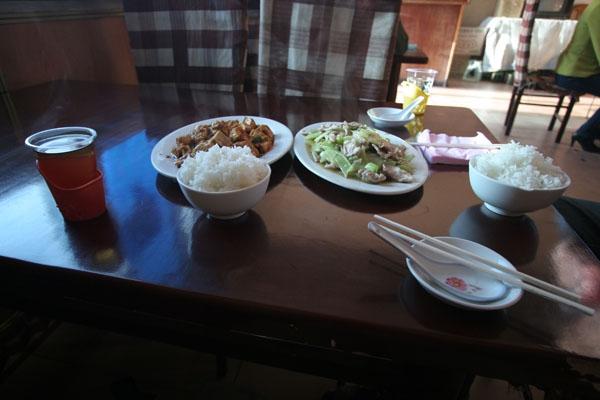 Stuur foto van A Chinese meal in a restaurant in Tibet van China als een gratis kaart
