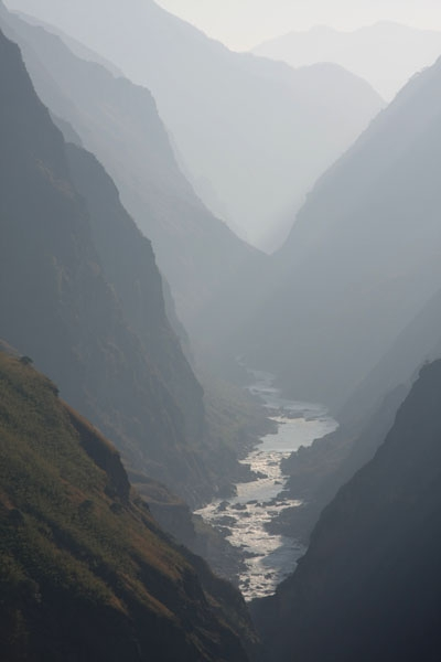 Send picture of Tiger Leaping Gorge with River Yangtze in Yunnan province from China as a free postcard