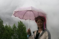 Foto van Beautiful Tibetan woman in the fog - China
