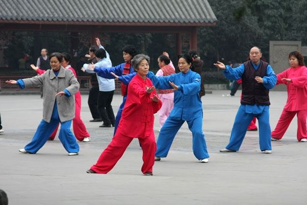 Stuur foto van People practicing Tai Chi in the People's Park in Chengdu van China als een gratis kaart