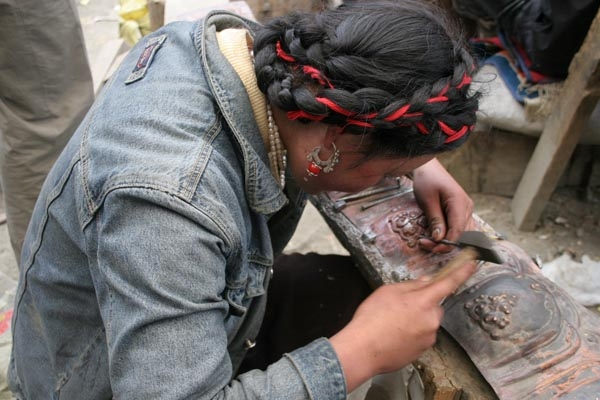 Send picture of Girl working on ornamentation of Tagong monastery from China as a free postcard