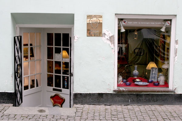 Send picture of Antique shop in central Copenhagen from Denmark as a free postcard