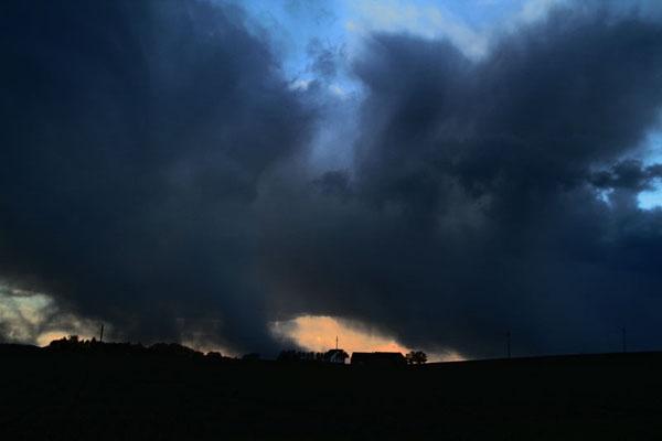 Envoyer photo de Dramatic winter sky in western Zealand de le Danemark comme carte postale électronique