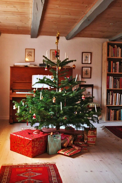 Send picture of Decorated Christmas tree in Ørslev from Denmark as a free postcard
