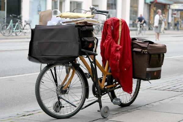 Enviar foto de A postman's bicycle de Dinamarca como tarjeta postal eletrónica