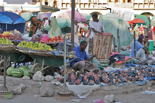 Send picture of Shoe and fruit vendors at the market in Djibouti from Djibouti as a free postcard
