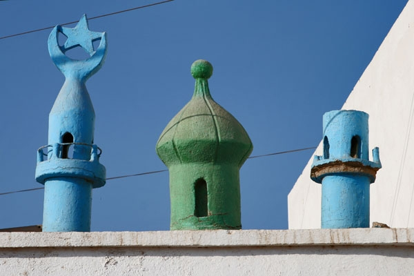 Send picture of Muslim decoration above a house entrance in Tadjoura from Djibouti as a free postcard