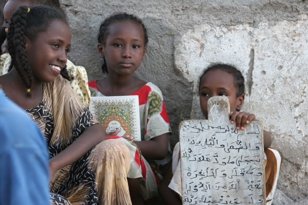 Envoyer photo de Girls in Koran school in Tadjoura de Djibouti comme carte postale électronique