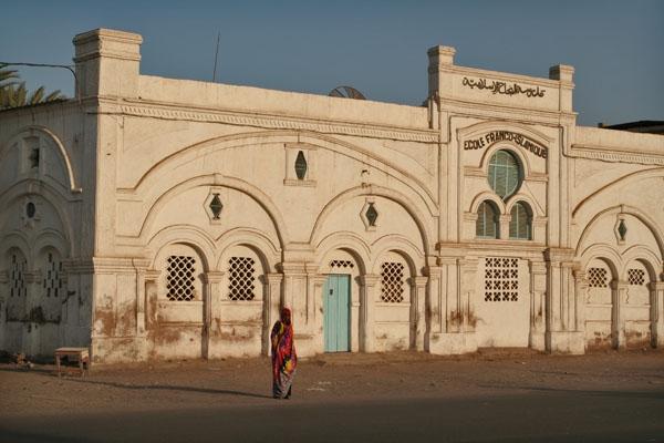 Envoyer photo de The beautiful building of Ecole Franco-Islamique in Djibouti town de Djibouti comme carte postale électronique