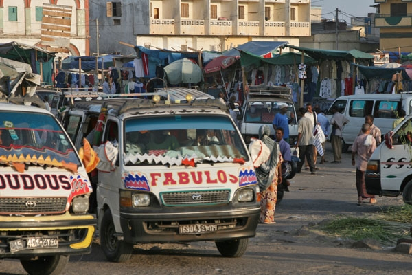 Spedire foto di Buses on Arthur Rimbaud square in the capital city, Djibouti di Gibuti come cartolina postale elettronica