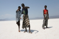 Foto van Men working in the salt lake in Djibouti - Djibouti