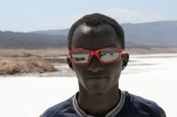 Foto van Working in the bright white salt lake is hard on the eyes - Djibouti