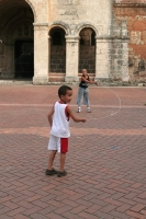 Photo de Kids playing with jump rope in Santo Domingo - Dominican Republic