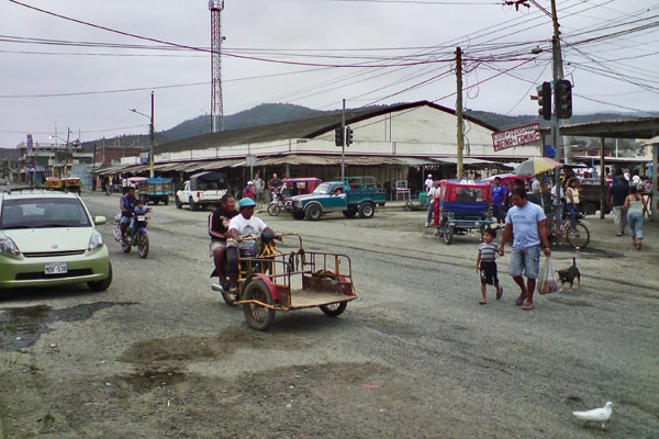 Send picture of Puerto Lopez, Manabi: Streetview from Ecuador as a free postcard