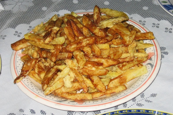Send picture of Puerto Lopez, Manabi: French fries from Ecuador as a free postcard