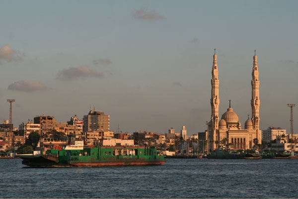 Spedire foto di Ferry between Port Said and Port Fouad di Egitto come cartolina postale elettronica