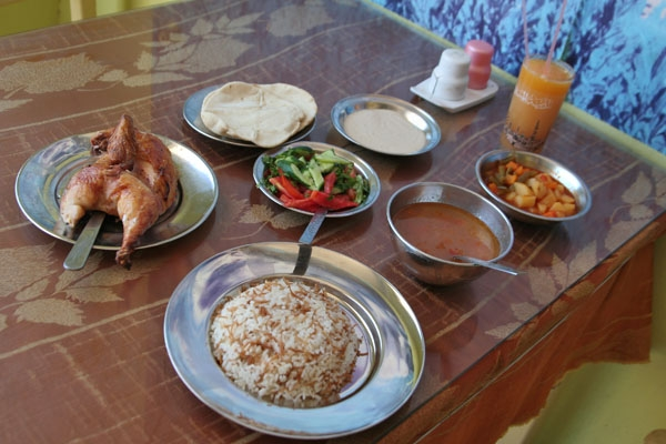 Send picture of The usual suspects: chicken, rice, vegetables from Egypt as a free postcard