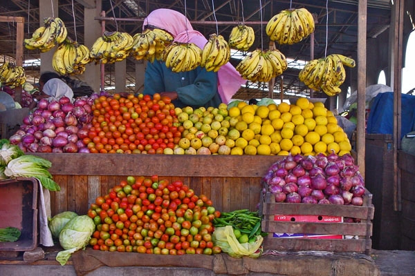 Send picture of Fruit and vegetable stall in Asmara from Eritrea as a free postcard