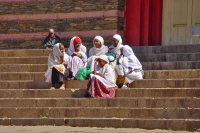 Foto di Women sitting on the stairs of a church in Asmara - Eritrea