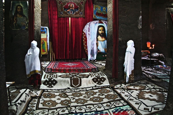 Send picture of Women praying in a rock-hewn church in Lalibela from Ethiopia as a free postcard