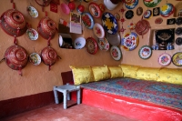 Foto van Traditional Harar house with kitchenware hanging on the walls - Ethiopia