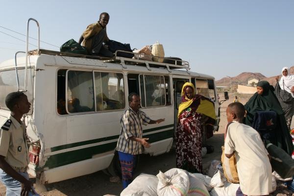 Stuur foto van Bus in Ethiopia about to be (over)loaded  van Ethiopië als een gratis kaart