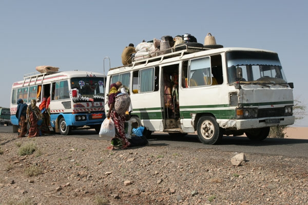 Stuur foto van One bus breaks down, and another pics you up van Ethiopië als een gratis kaart