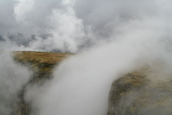 Spedire foto di Clouds in Simien mountains di Etiopia come cartolina postale elettronica