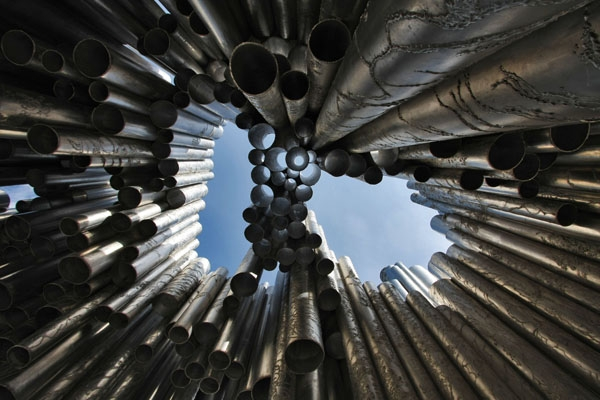 Stuur foto van Sibelius Monument in Helsinki seen from below van Finland als een gratis kaart