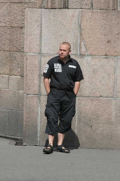 Enviar foto de Man in a Helsinki street de Finlandia como tarjeta postal eletr&oacute;nica