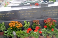 Foto de The grave of Edith Piaf at Pere Lachaise cemetery - France