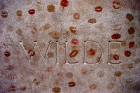 Photo de Oscar Wilde's grave at Pere Lachaise cemetery in Paris - France